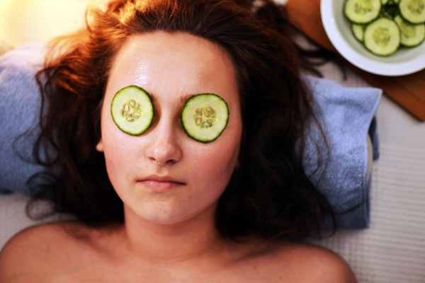 Göz Altı Torbaları İçin Salatalık Kullanımı