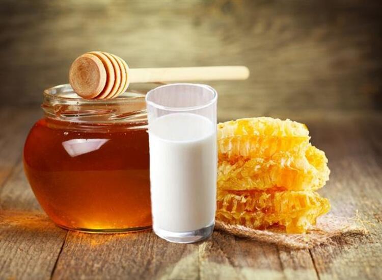Cilt Beyazlaştırıcı Süt, Bal ve Limon Maskesi
