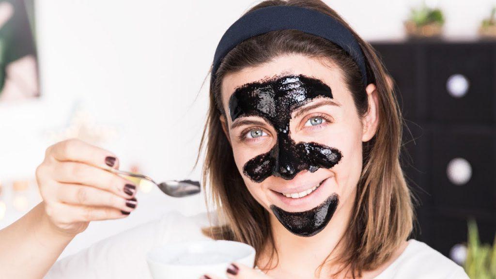 Ev yapımı kömürlü soyulan maske
