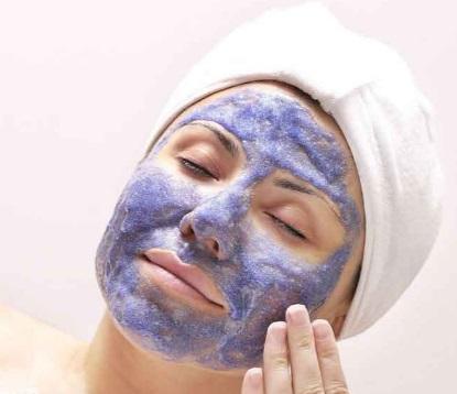 Parlak Bir Cilt İçin Yaban Mersini Yüz Maskeleri