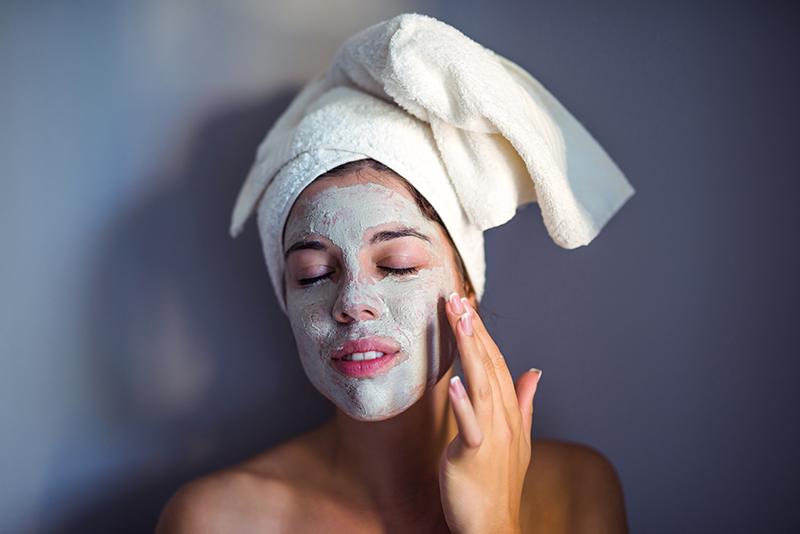 Sivilce ve lekelerle mücadele etmek i̇çin ev yapımı yüz maskeleri tarifi