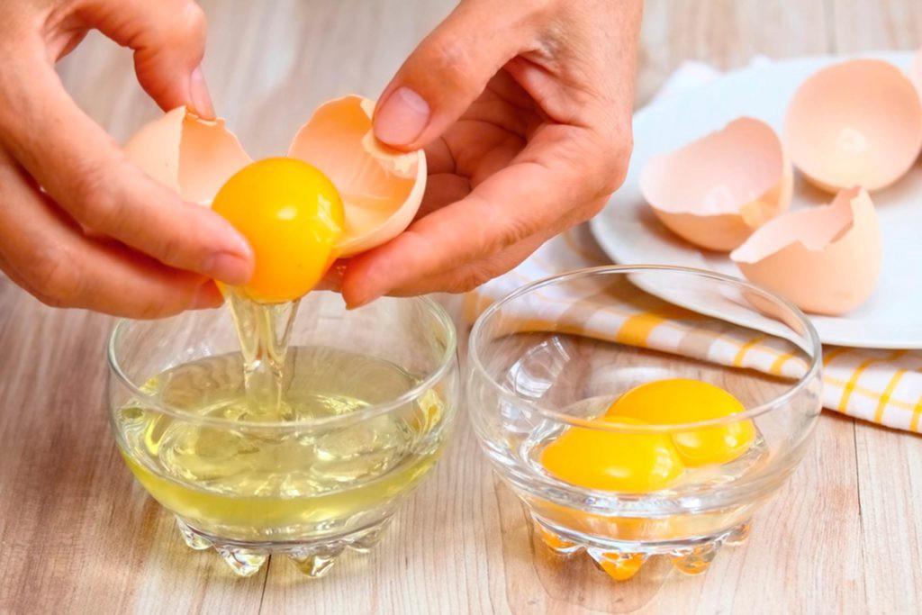 Saçları Nemlendirmek İçin Yumurta Maskesi