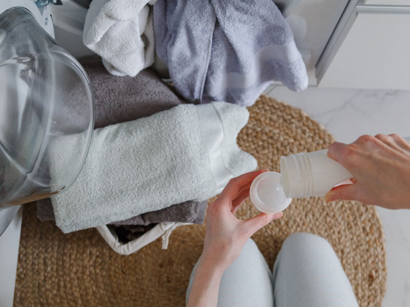 Beyaz Çamaşırlarda Lekeler Nasıl Çıkarılır