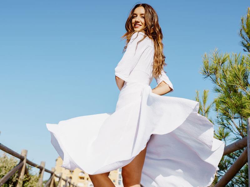 Beyaz Elbise Altına Ne Gider?