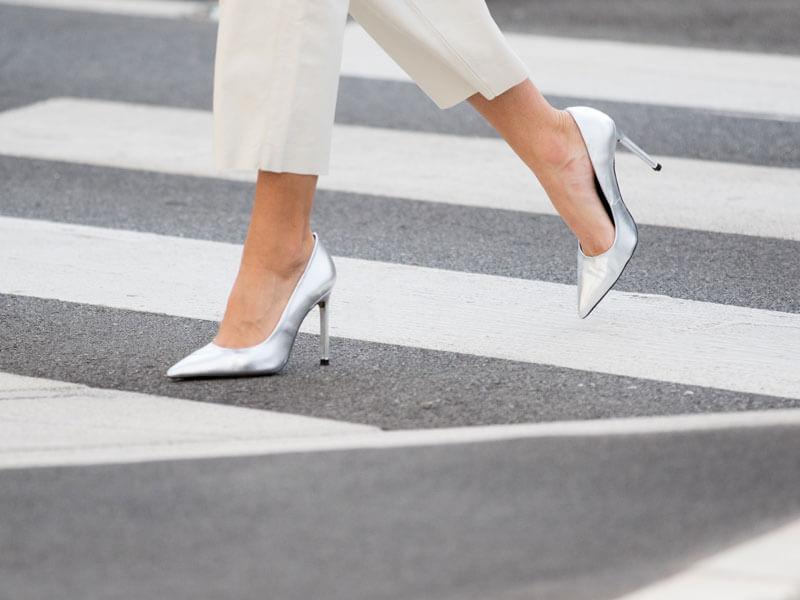 Beyaz Pantolon Altına Hangi Renk Ayakkabı Gider