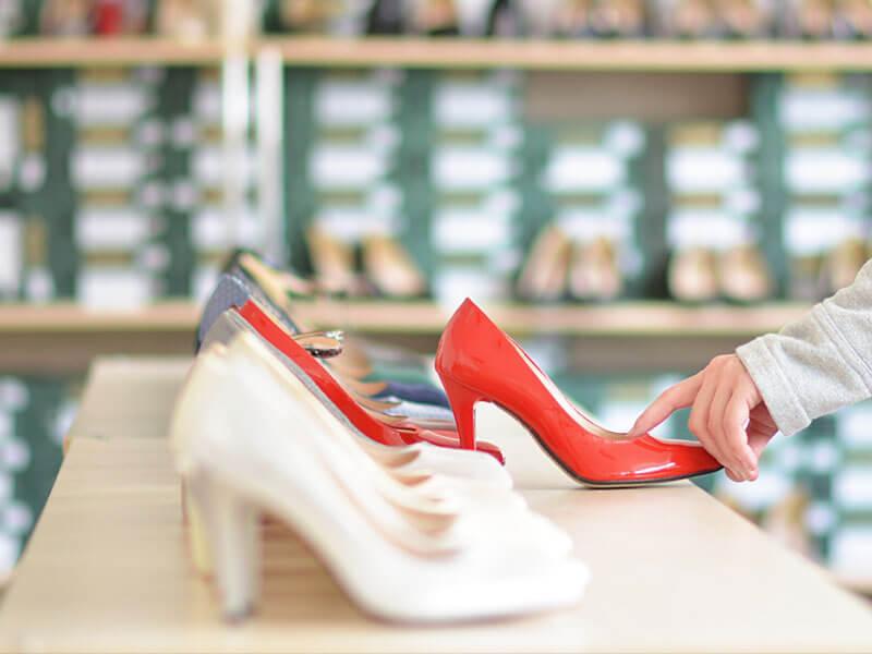 Bordo Elbise ile Ayakkabı Kombinleri