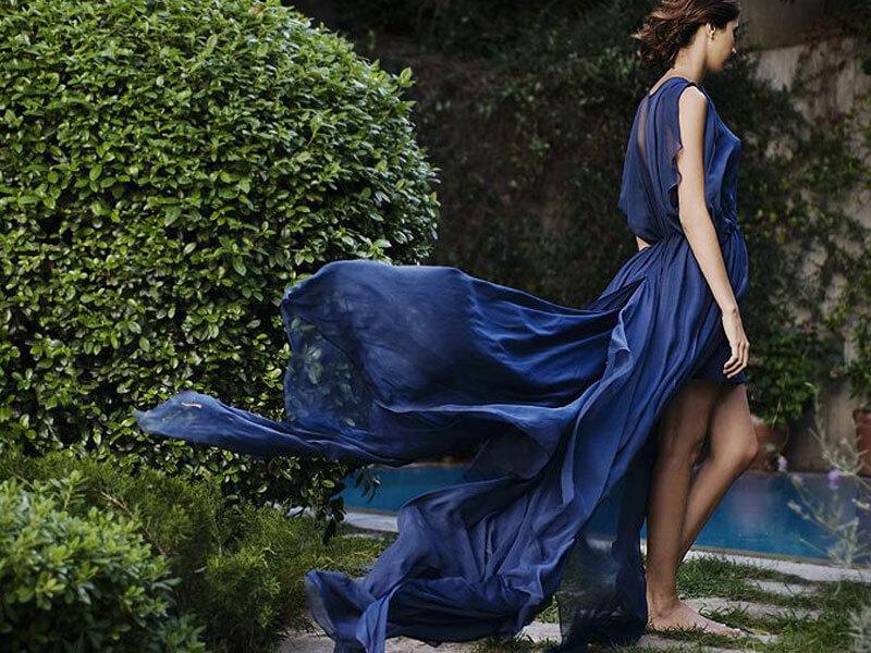 Saks Mavisi Elbise Altına Ne Gider?