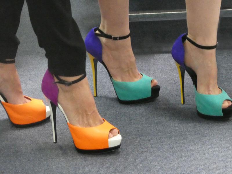 Saks Mavisi Elbise ile Ayakkabı Kombini
