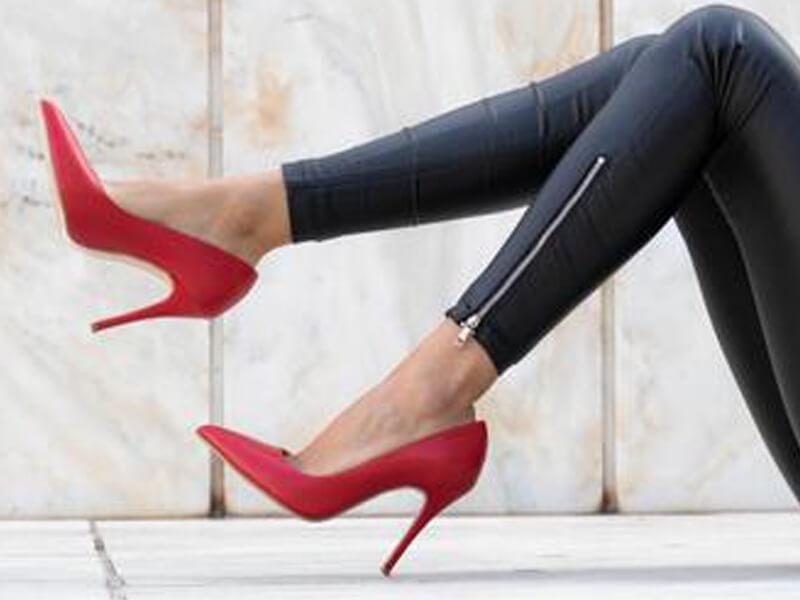 Kırmızı Stilettonun Kombinleri Nasıl Yapılabilir?