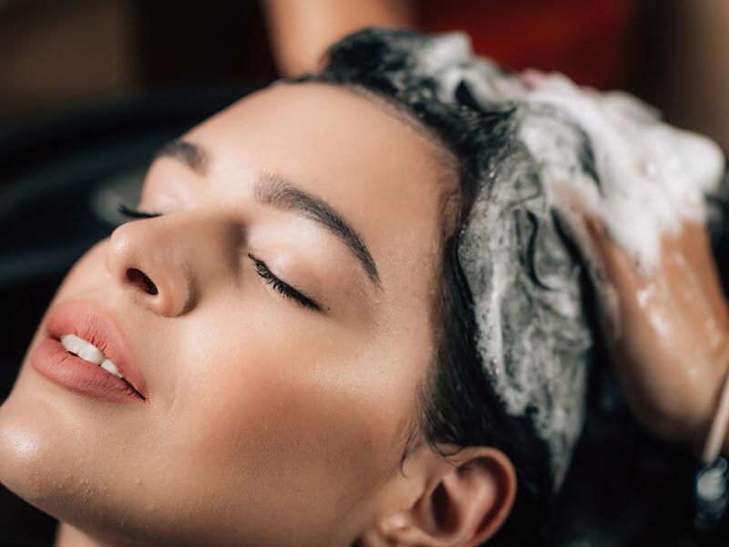 Onarıcı ve Bakım Etkili Şampuan Kullanın