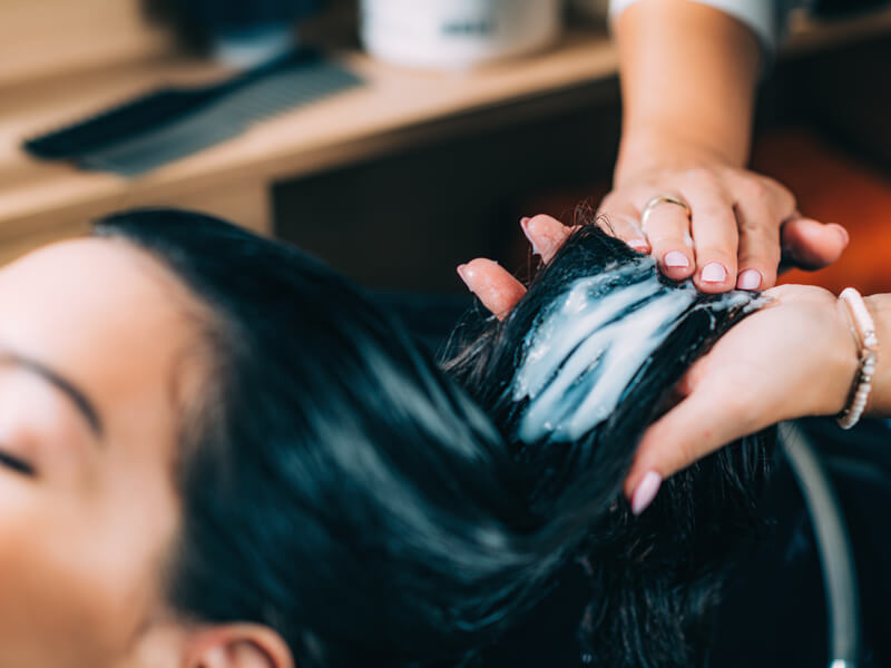 Saç Uçlarının Nemlendirilmesi