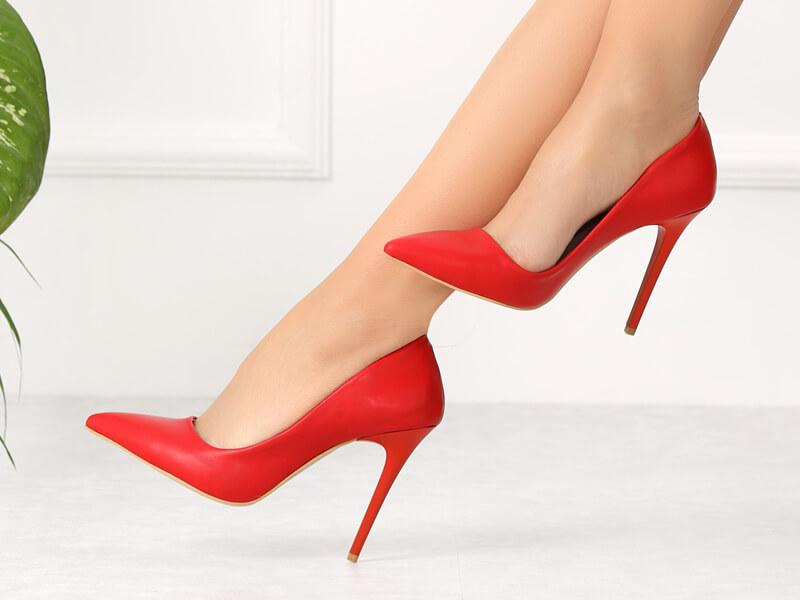Stiletto Ayakkabı Nedir?