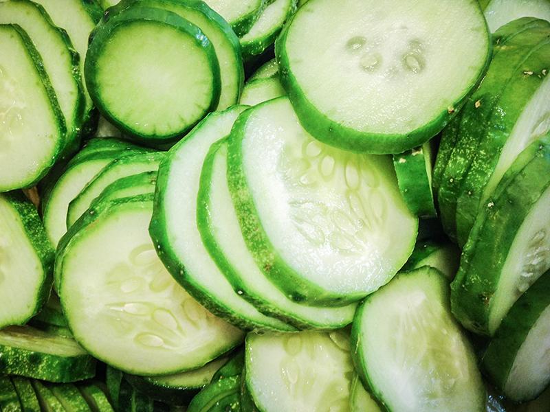 Salatalık dilimleri
