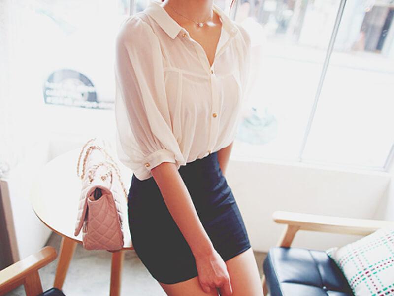 Beyaz gömlek ve etek