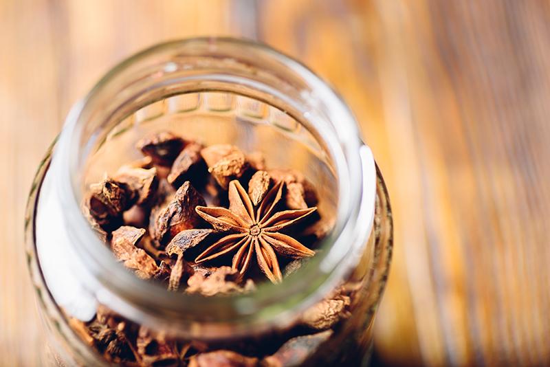 Yıldız anason yağı ile cilt sıkılaştırıcı tonik