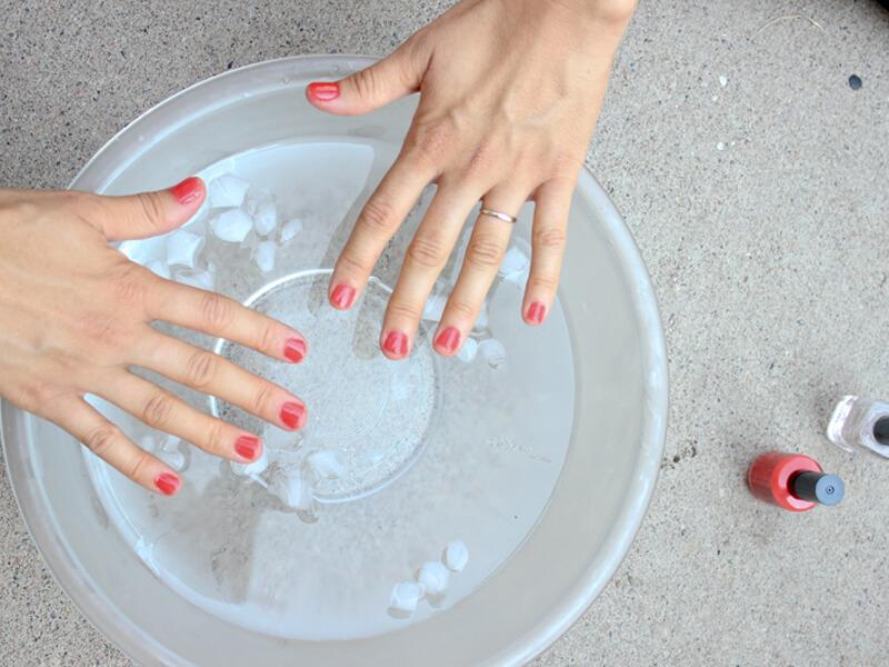 Islak Tırnaklarınızı Buzda Islatın