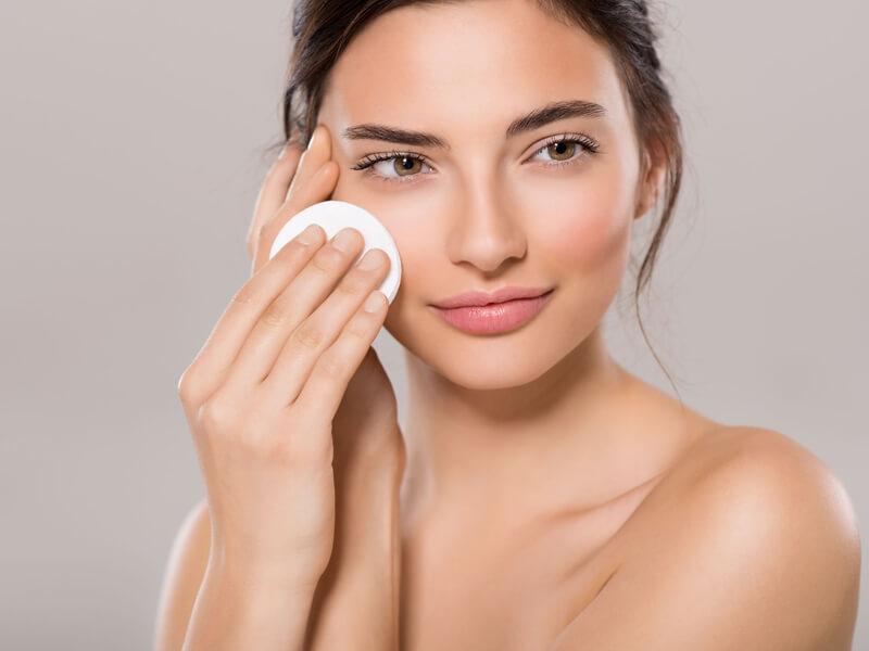 Misel suyu ile makyaj temizleyin