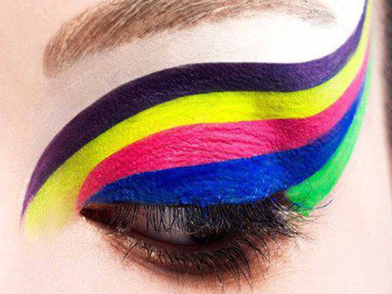 Renkli kalemler ile makyaj hilesi