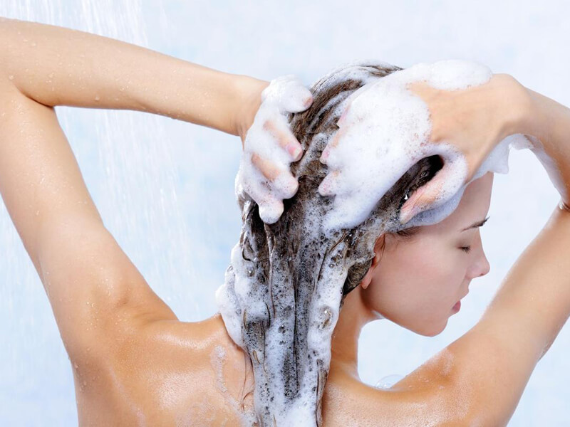 Saçınızı nasıl düzgün bir şekilde şampuanlayacağınızı öğrenin