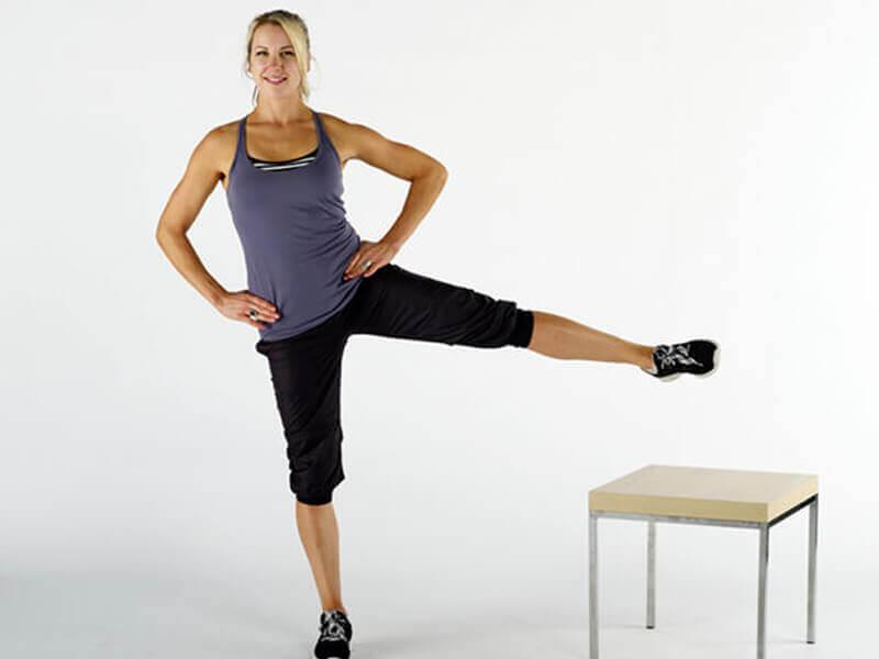 Standing leg raise egzersizi