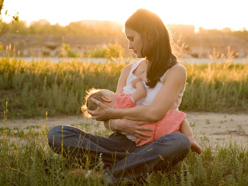 Anne İçin Emzirmenin Yararları