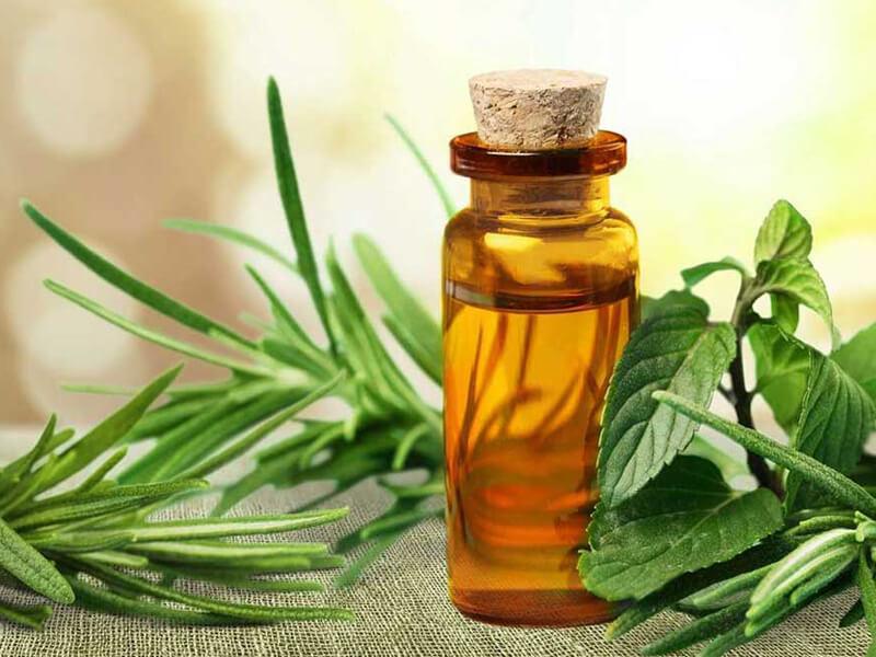 Çay ağacı yağı ile leke tedavisi uygulayın