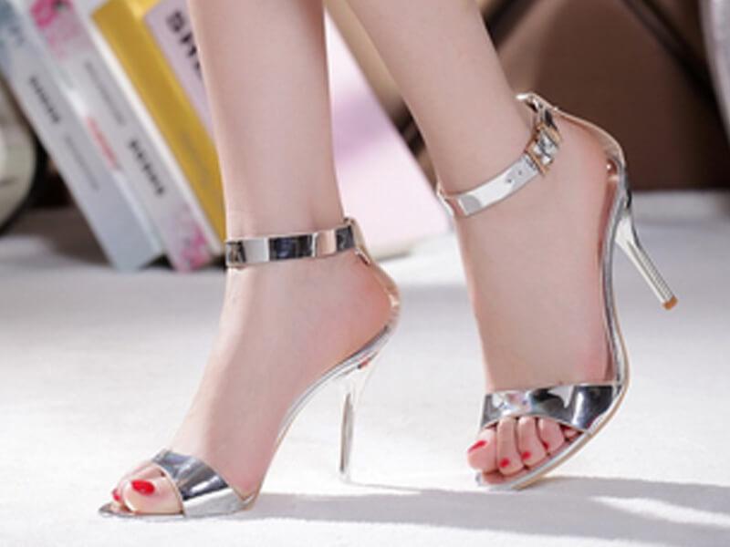 Mürdüm Rengi Elbise Gümüş Ayakkabı