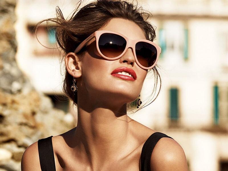 Her zaman güneş gözlüğü takın