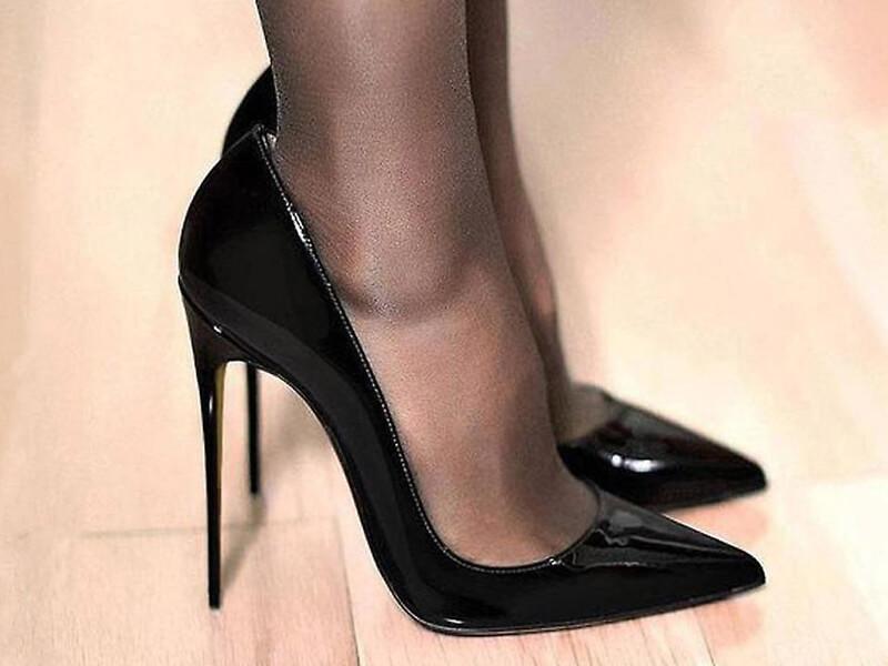 Mürdüm Rengi Elbise Siyah Ayakkabı