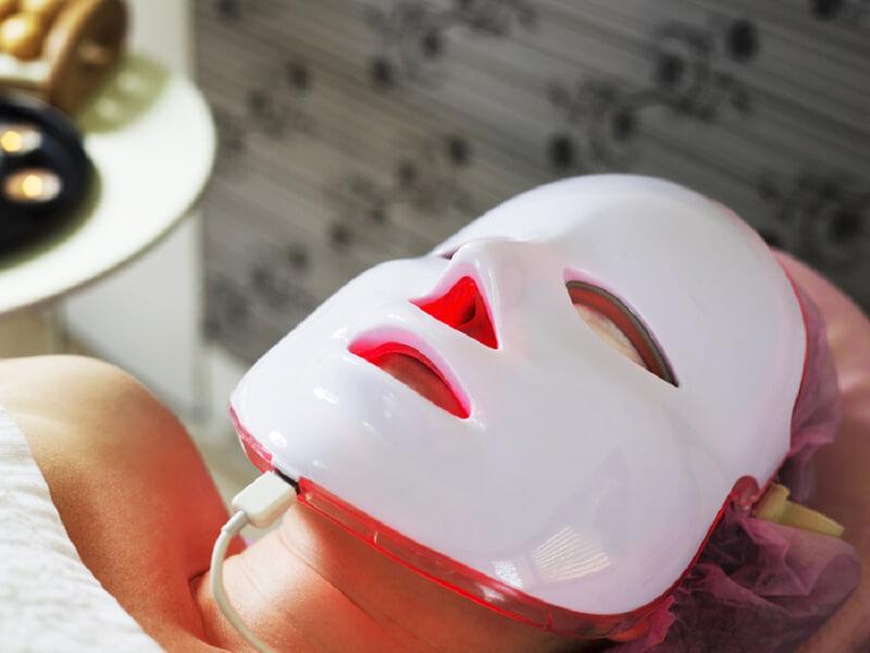 Sivilceler İçin Işık Terapisi Maskeleri İşe Yarıyor Mu?