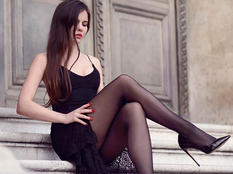 Siyah Elbise Altına Çorap Ne Renk Yakışır?