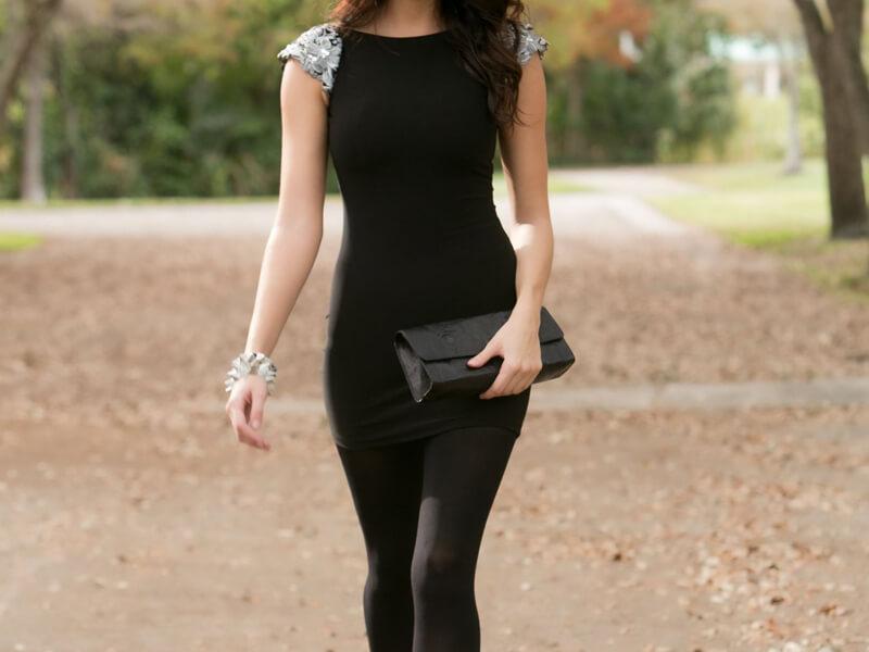 Siyah Elbise Opak Siyah Çorap Kombini