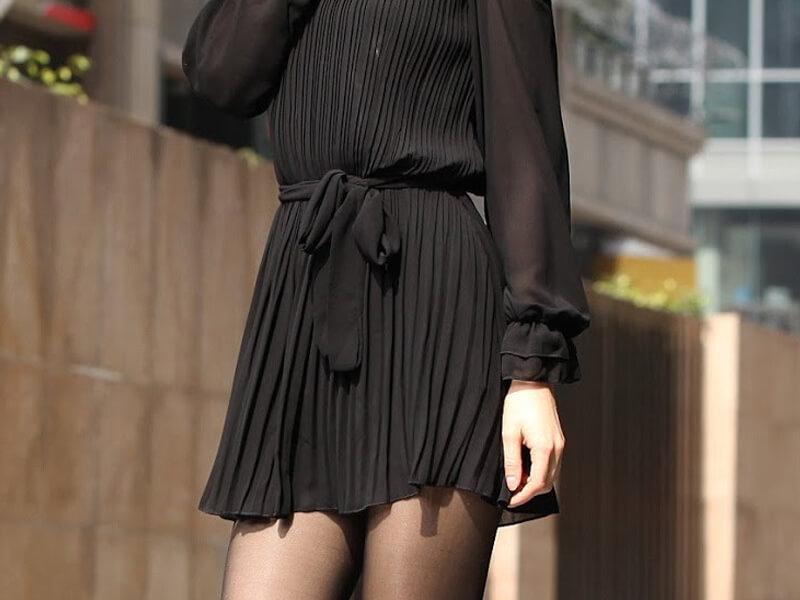 Siyah Elbise Şeffaf Siyah Çorap Kombini