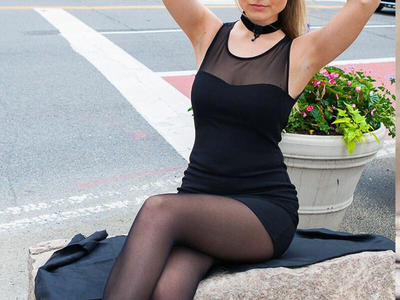 Siyah Elbise Siyah Çorap Kombini