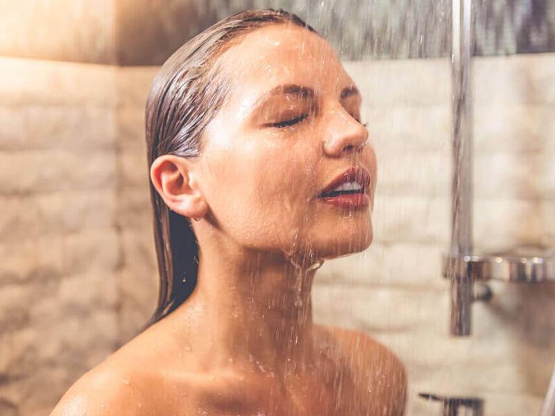 Soğuk banyolar veya duşlar alın