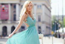 Su Yeşili Elbisenin Altına Ne Renk Ayakkabı Giyilir?