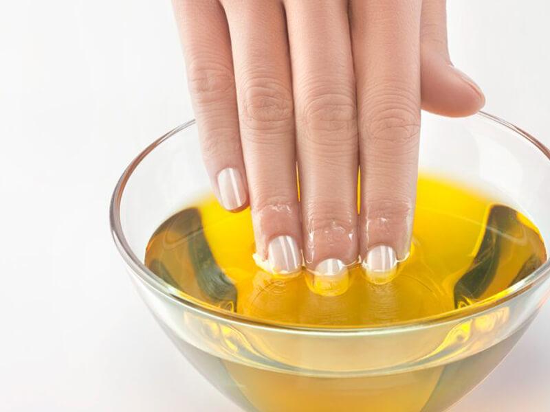 Tırnak uzatmak için zeytinyağı kullanın