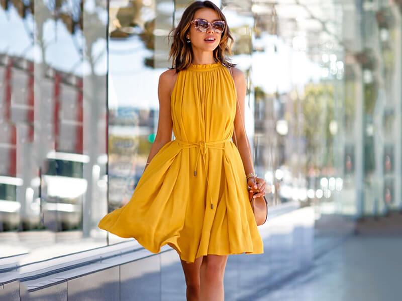 Uzun Boylu Kadınlar İçin Elbise Nasıl Giymeli?